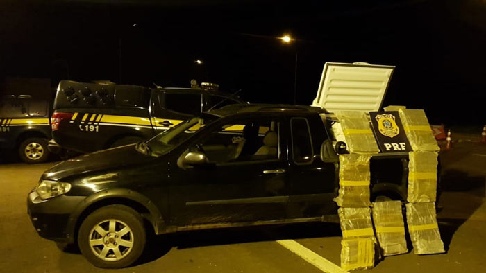 Idoso é preso por transportar quase 100 kg de maconha em freezer