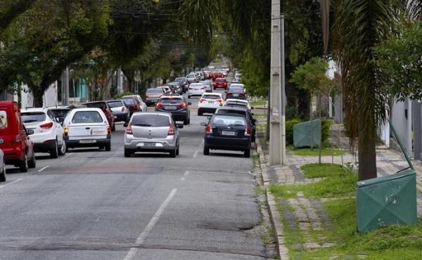 Quase dez mil motoristas de aplicativos já se cadastraram na Urbs; ainda faltam sete mil