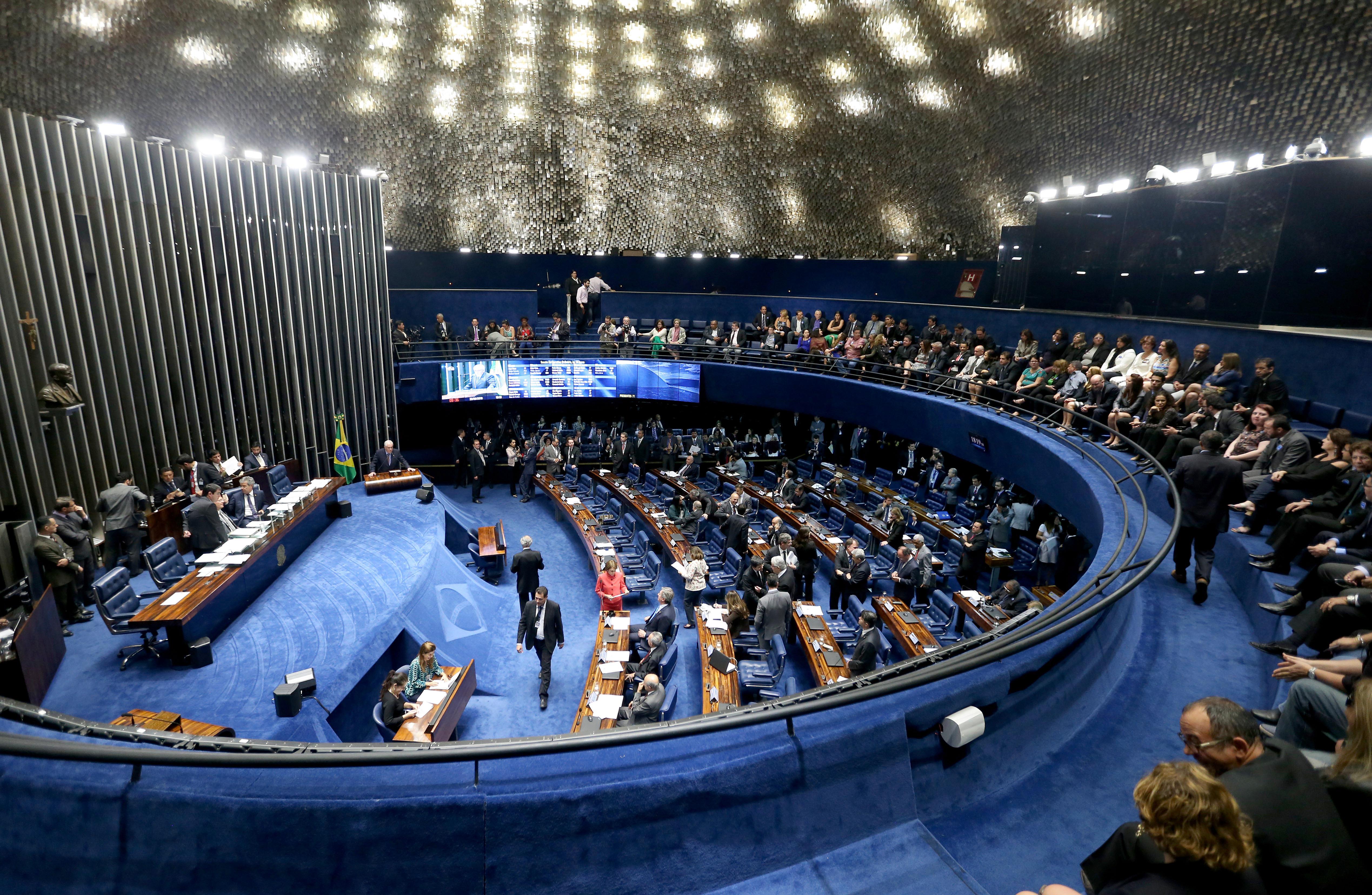 Senado aprova projeto e auxílio de R$ 600 a informais só precisa de sanção de Bolsonaro