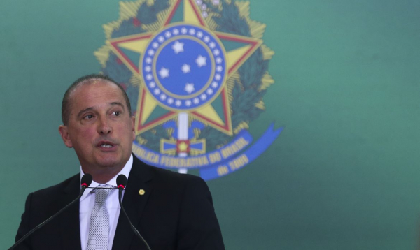 Sobre pagamento de R$ 600, ministro avisa: 'Não adianta ir a bancos e CRAS agora'