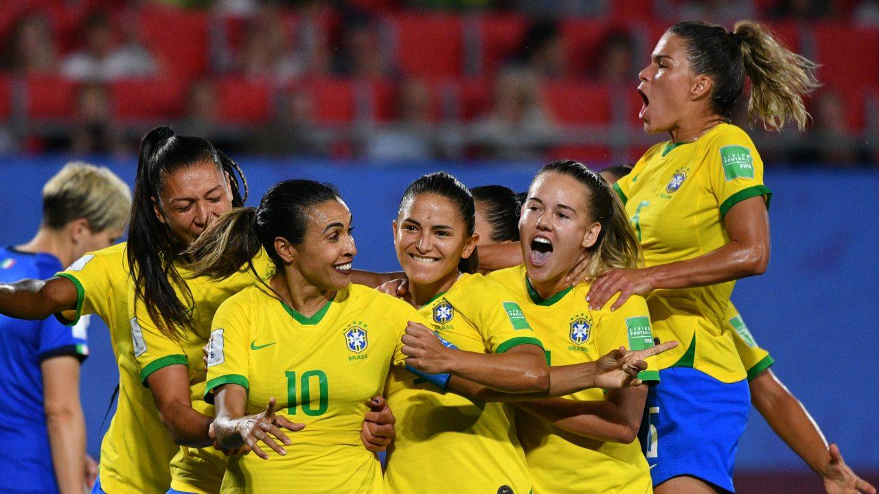 MAIOR ARTILHEIRA:  Brasil bate Itália com gol histórico de Marta e avança às oitavas do Mundial