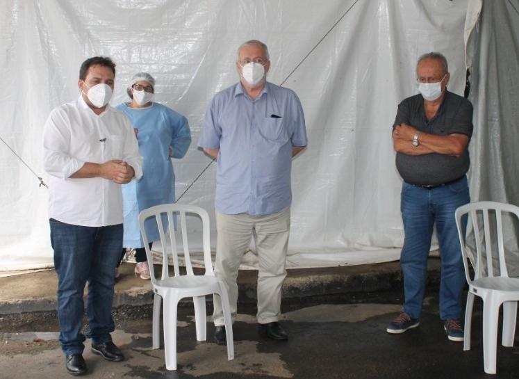 IBAITI: Très profissionais da Saúde são os primeiros vacinados, 74 anos, 72 anos e 63 anos, médicos e enfermeira respectivamente.
