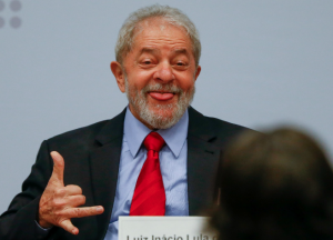Lula processa Regina Duarte para receber indenização de R$ 131 mil